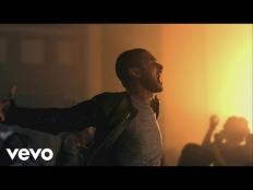 Usher feat. Pitbull - DJ Got Us Falling In Love