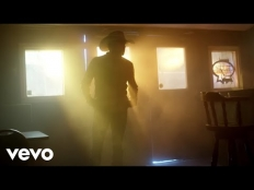 Jason Aldean feat. Miranda Lambert - Drowns The Whiskey